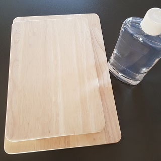 Wooden chopping boards and oil